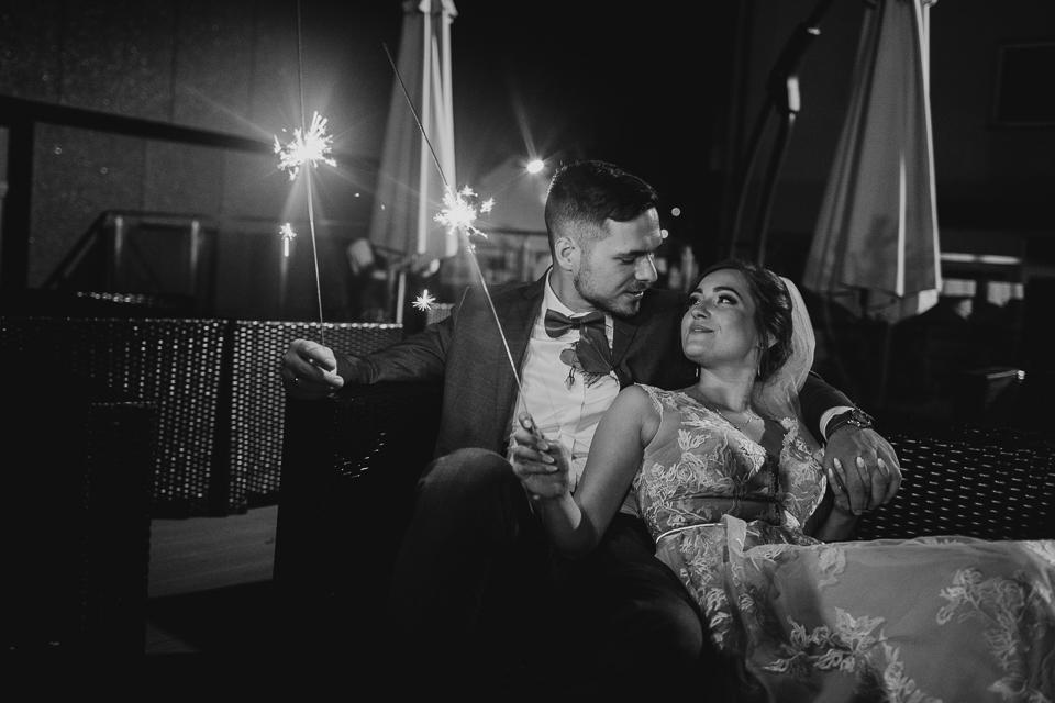 Zimne ognie na weselu - Rustykalny ślub i wesele Justyna & Damian - fotograf ślubny Nowy Sącz